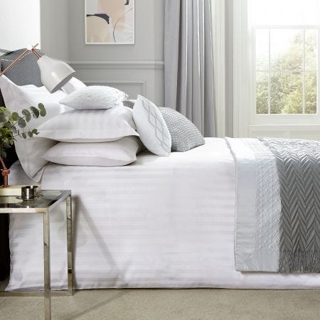 Paramount White Bedding