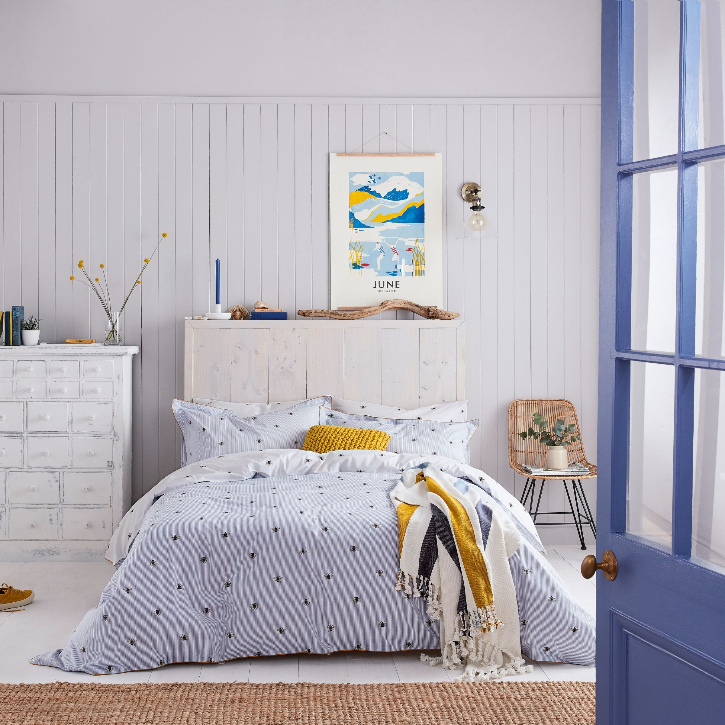 Joules Botanical Bee Bedding in Blue