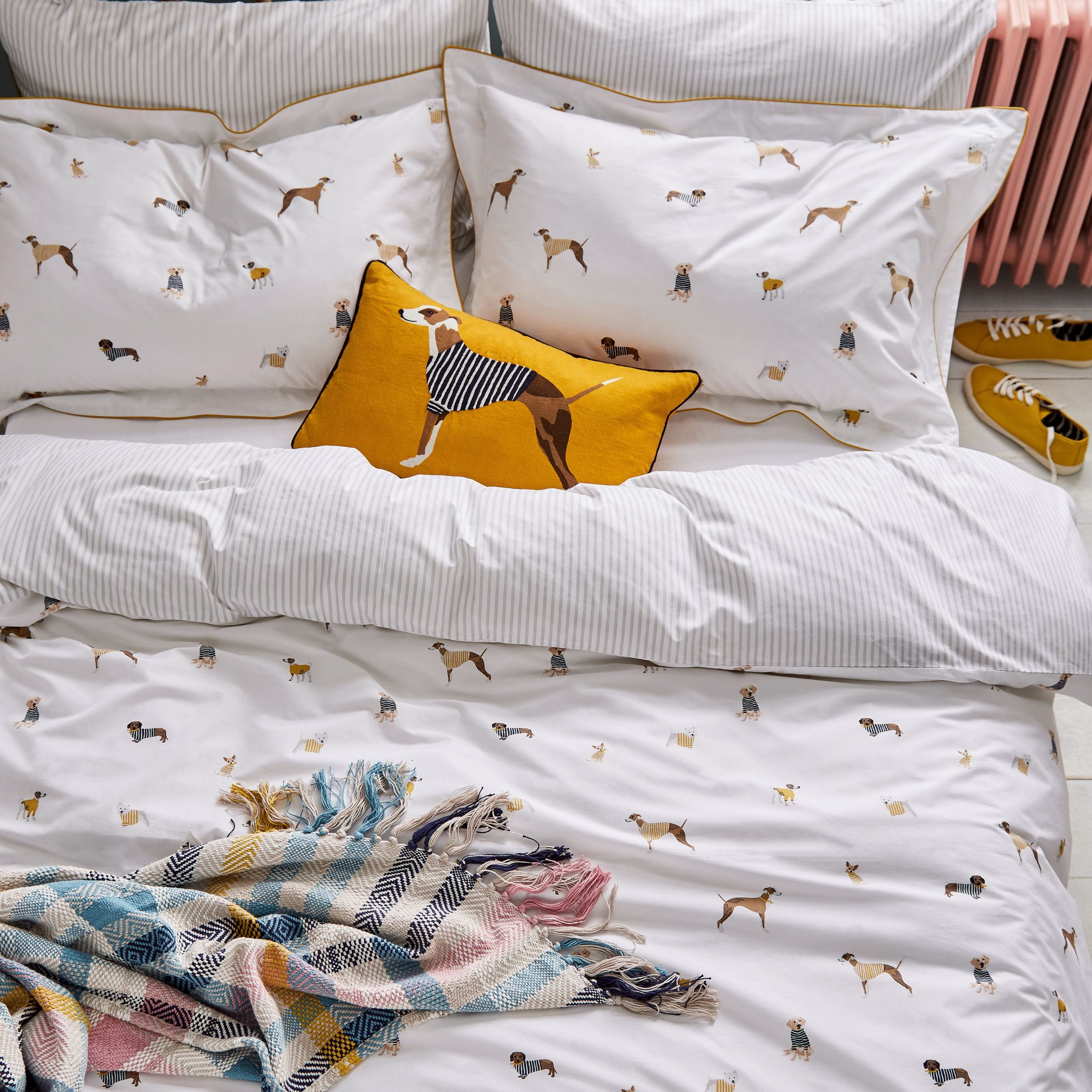 Joules Joules Harbour Dogs 100% Cotton Duvet Cover and Pillowcase Set White, Blue and Yellow 140x200cm and 48x76cm